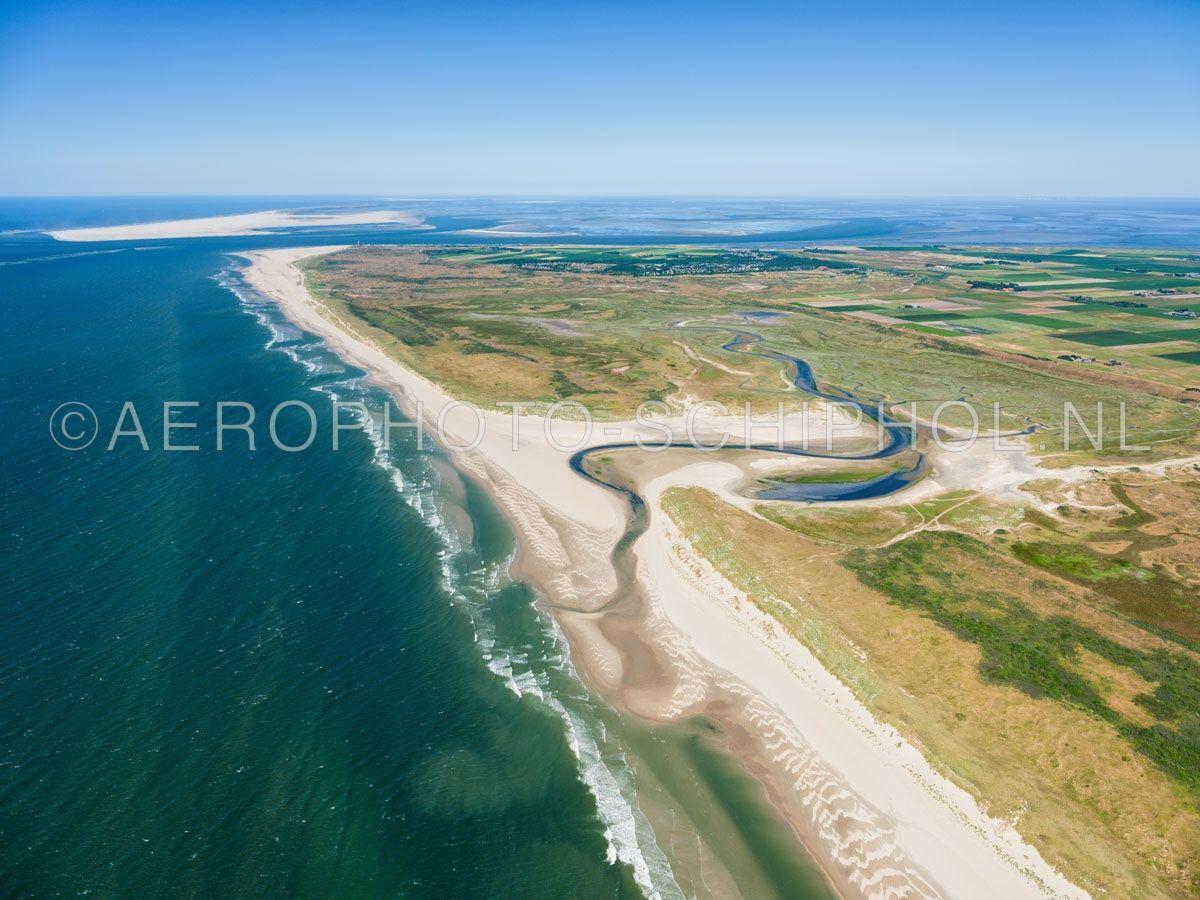 luchtfoto |  Texel, noordwest punt van Texel, met de Slufter, de Zanddijk, de Grote Vallei, Eierland en in de horizon Vlieland. opn. 30/06/2018