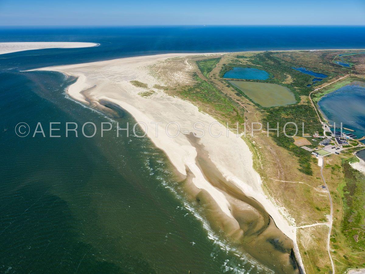 luchtfoto    Texel, zandplaat de Hors, Waddenzee. De zandplaat de Hors groeide in 1749 aan Texel vast. De zandbank Onrust  werd in het begin van de 20e eeuw een deel van de Hors. opn. 01/07/2018