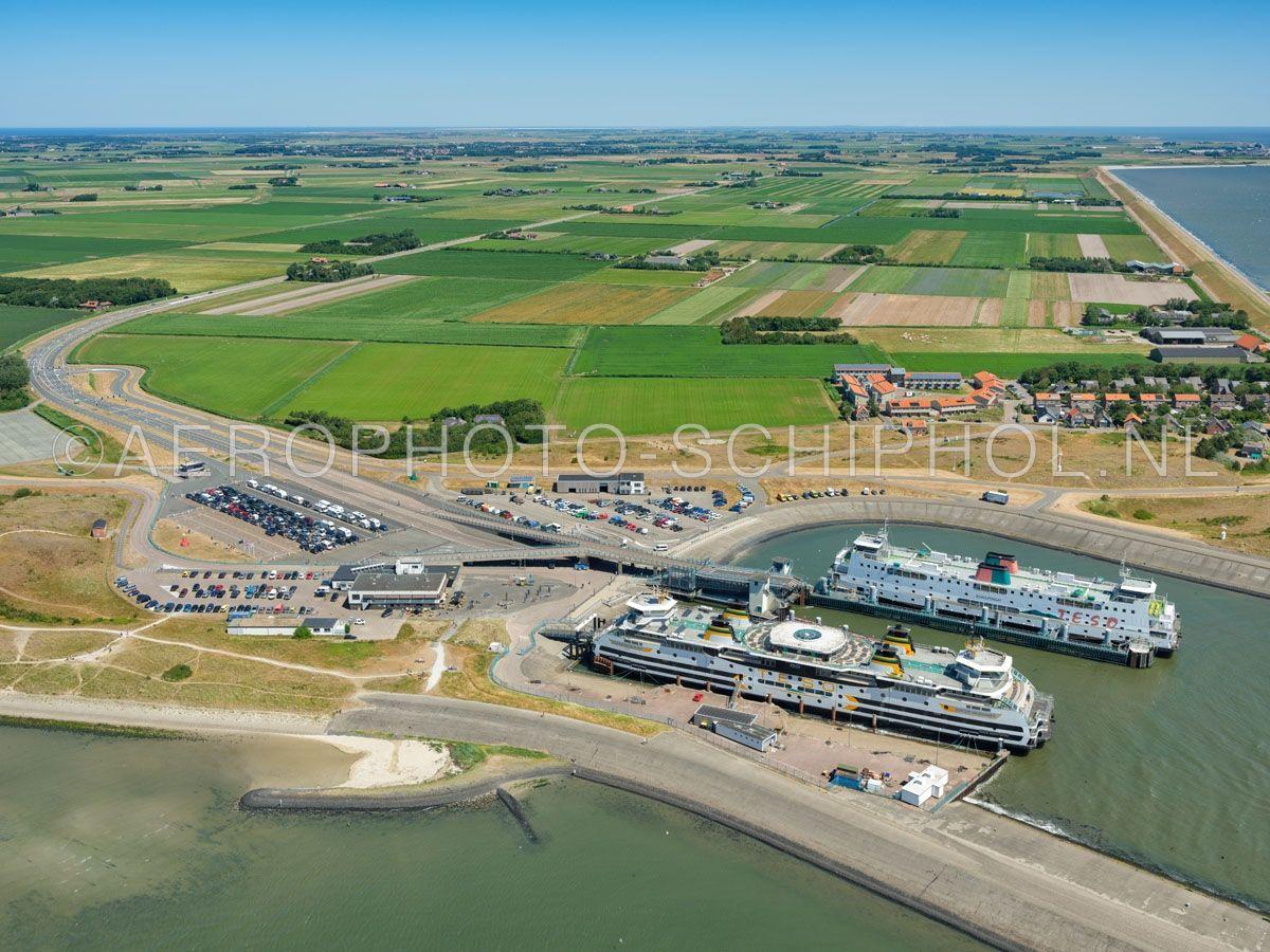 luchtfoto |  Texel, Het Horntje is een gehucht en de aankomstplaats van de veerboot Den Helder - Texel. opn. 01/07/2018