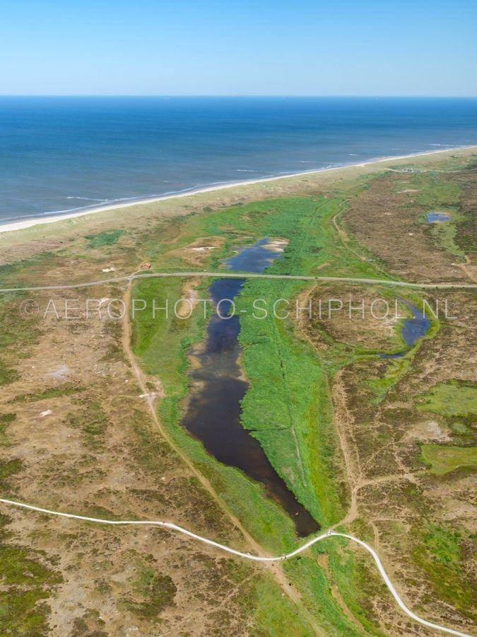 luchtfoto |  Texel, Het Grote Vlak, Nationaal Park Duinen van Texel. Het Grote vlak is een grote natte duin-vallei, eind 15e eeuw was het een zeegat. opn. 01/07/2018