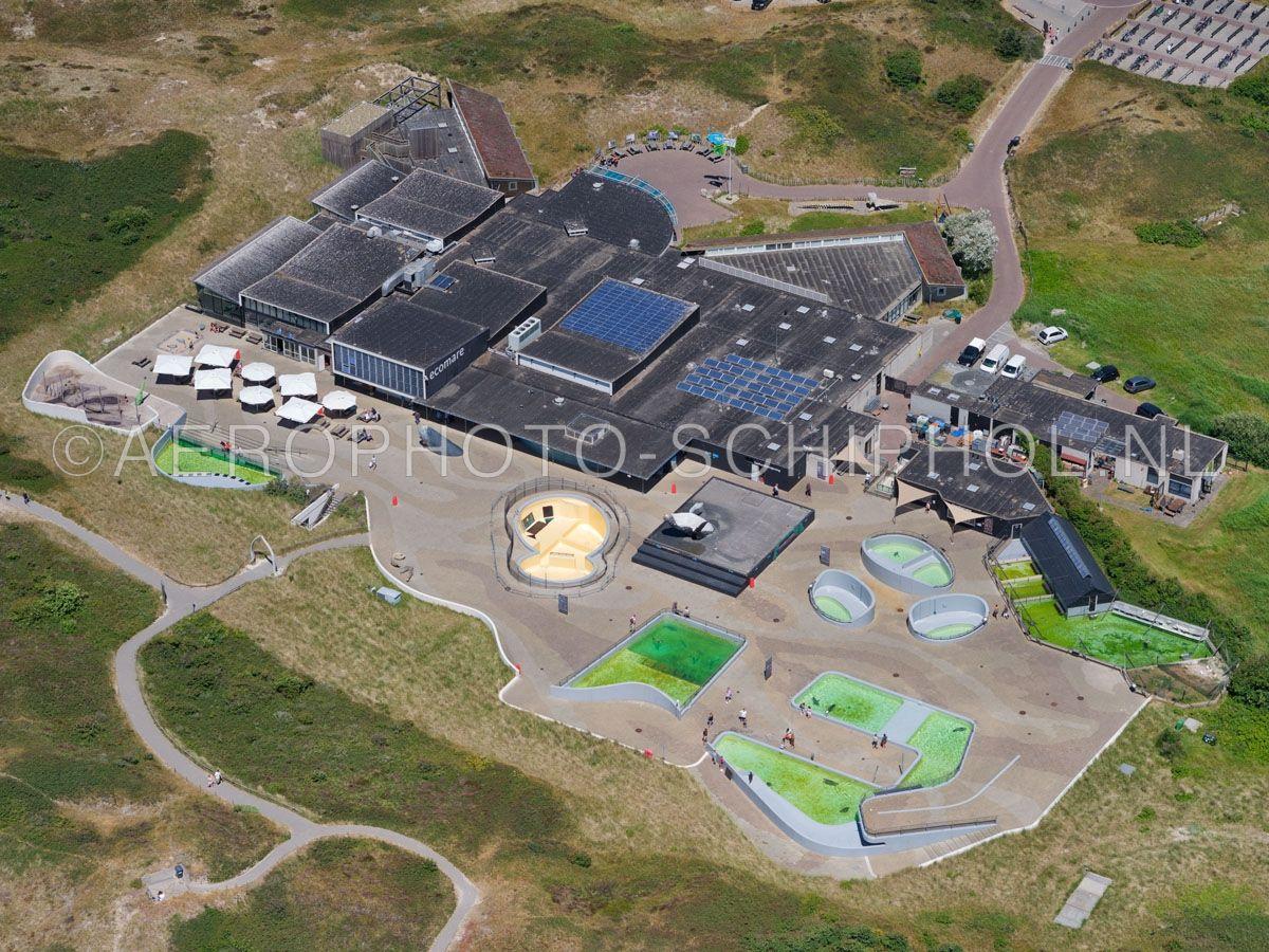 luchtfoto    Texel, Ecomare is een natuurmuseum, een zeehondenopvang, een zeeaquarium en een vogelopvang  op Texel. opn. 01/07/2018