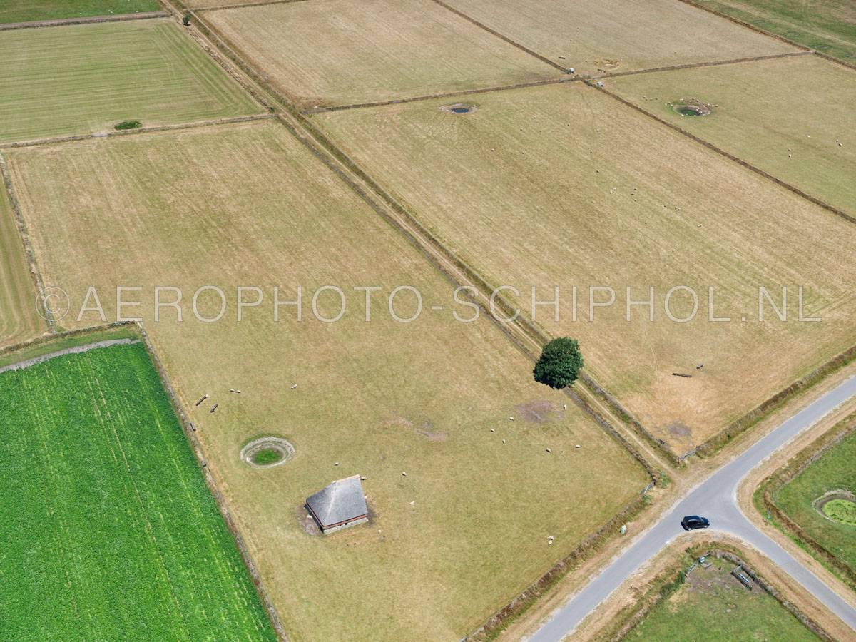 luchtfoto |  Texel, het oude land van Texel met  Tuunwoallen (Tuunwallen), Schapenboeten en Kolken (drinkput).  | 01/07/2018