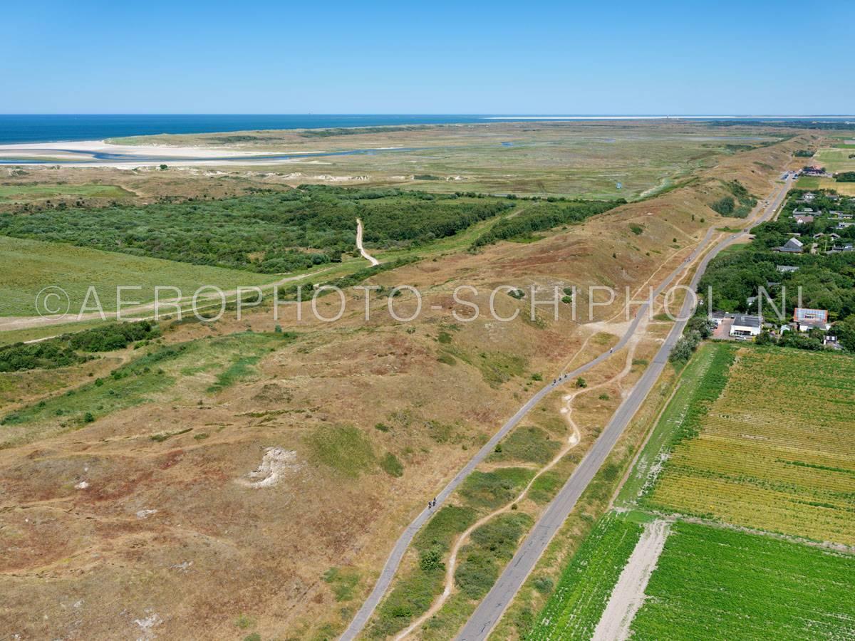 luchtfoto |  Texel, de Zanddijk werd in 1630 aangelegd om Eierland en Texel met elkaar te verbinden. | 01/07/2018