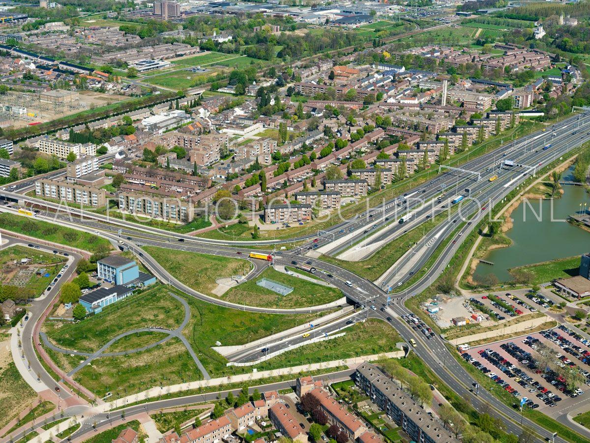 luchtfoto    305431   Maastricht, de wijk Nazareth, de A2 en de Terblijterweg/Viaductweg gezien vanaf de noordelijke ingang van de Koning Willem-Alexandertunnel. opn. 18/04/2019
