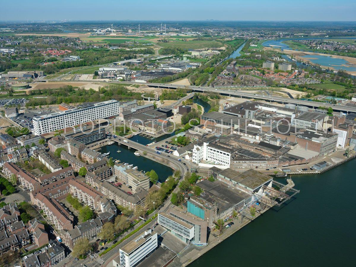 luchtfoto    305434   Maastricht,  het Boschkwartier met het  Bassin en Sphinxkwartier kijkend richting Boschpoort en Boscherveld. opn. 18/04/2019