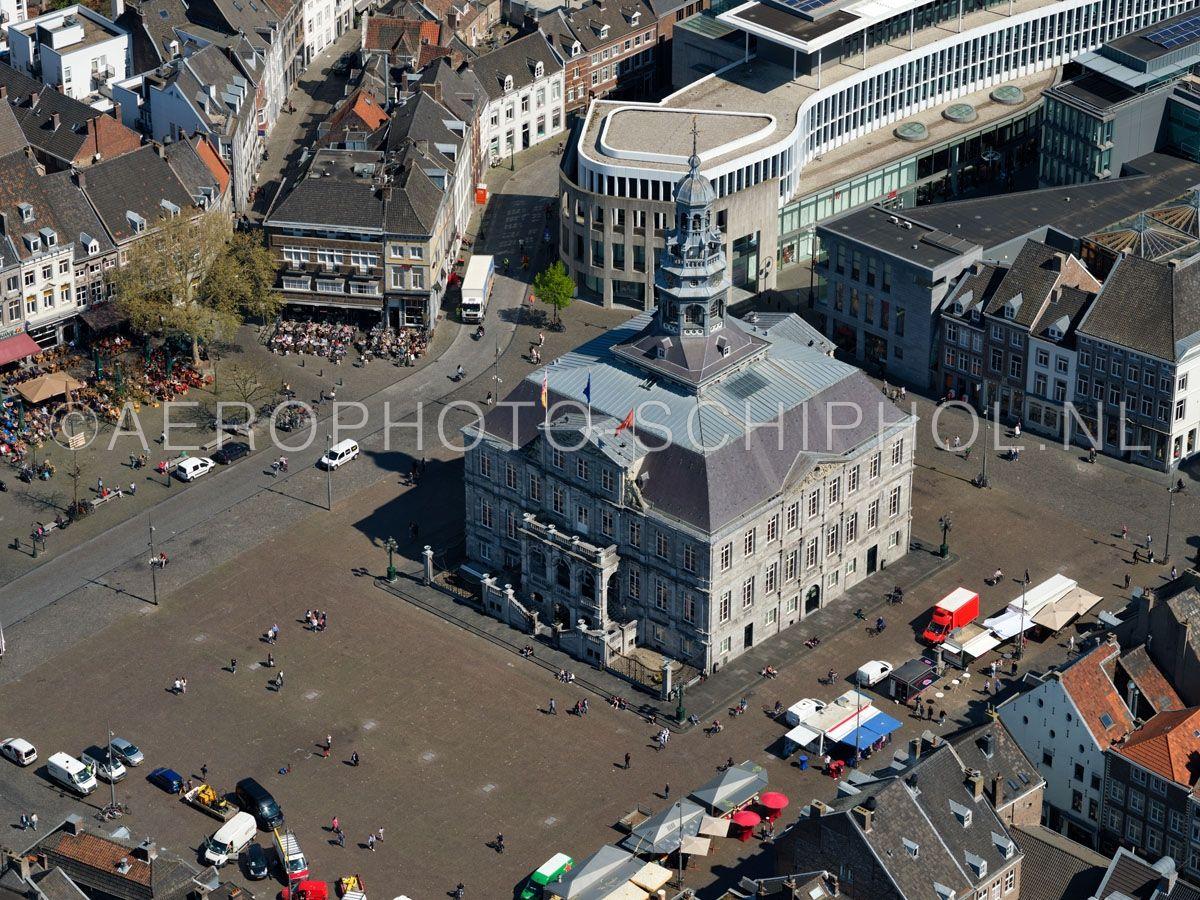 luchtfoto    305438   Maastricht,  Markt met het Stadhuis. opn. 18/04/2019