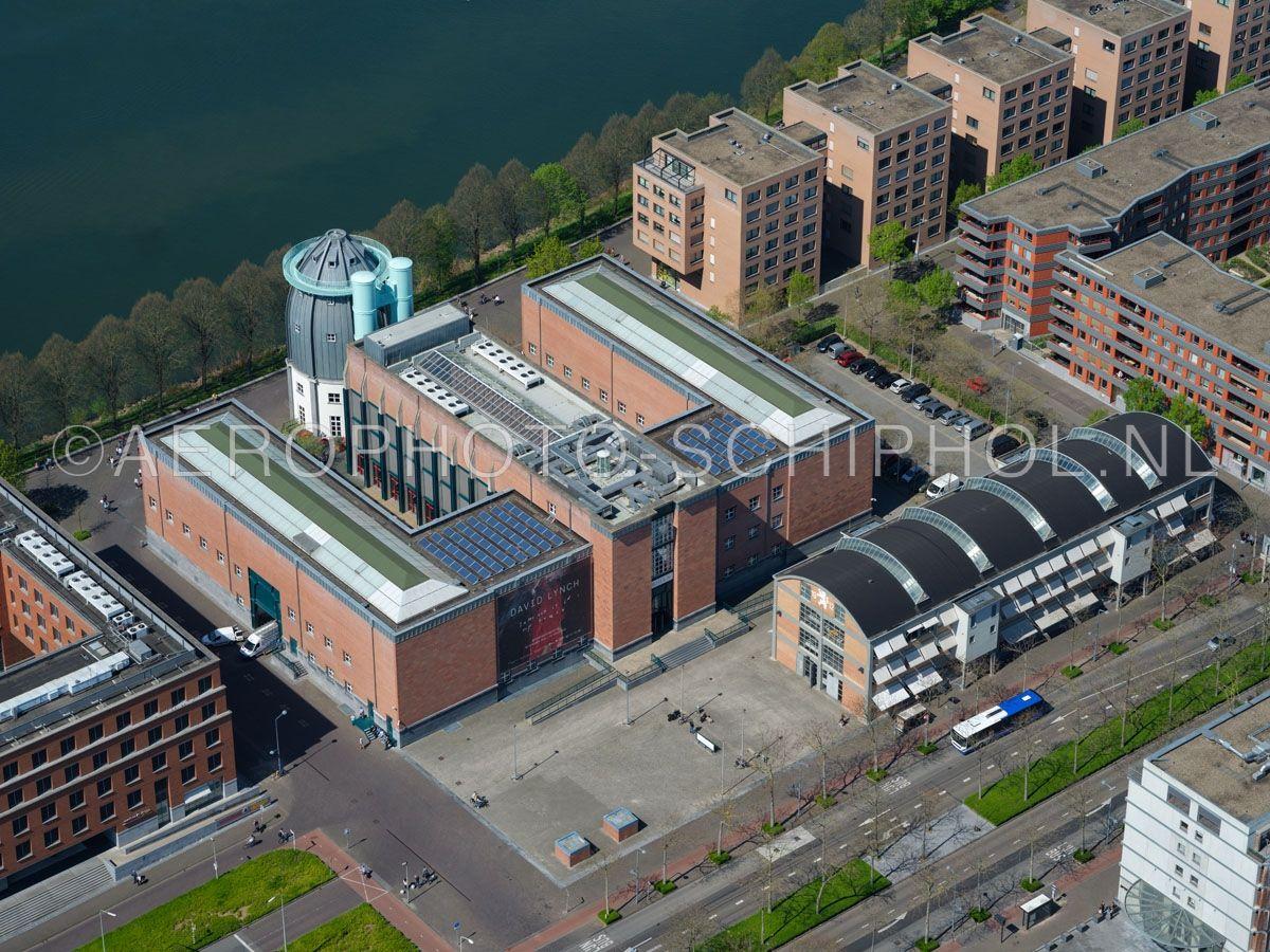 luchtfoto |  305444 | Maastricht, het Bonnefantenmuseum en de Wiebengahal in de wijk Céramique. opn. 18/04/2019