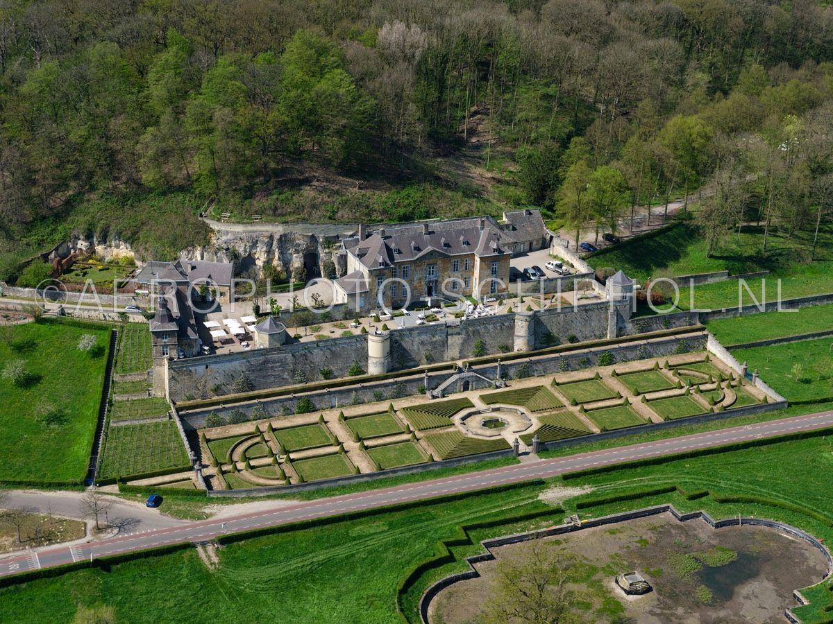 luchtfoto    305453   Maastricht, Kasteel Neercanne (Château Neercanne, kasteel Agimont) werd in de 17e eeuw gebouwd  op de helling van de Cannerberg in het Jekerdal. opn. 18/04/2019