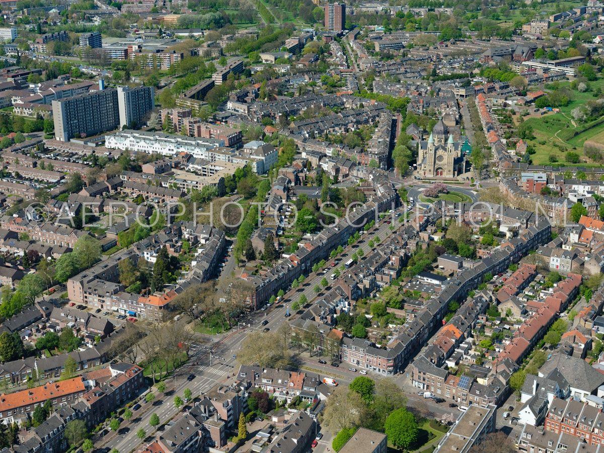 luchtfoto    305456   Maastricht, het Kommelkwartier, Mariaberg en de Sint Lambertuskerk. opn. 18/04/2019