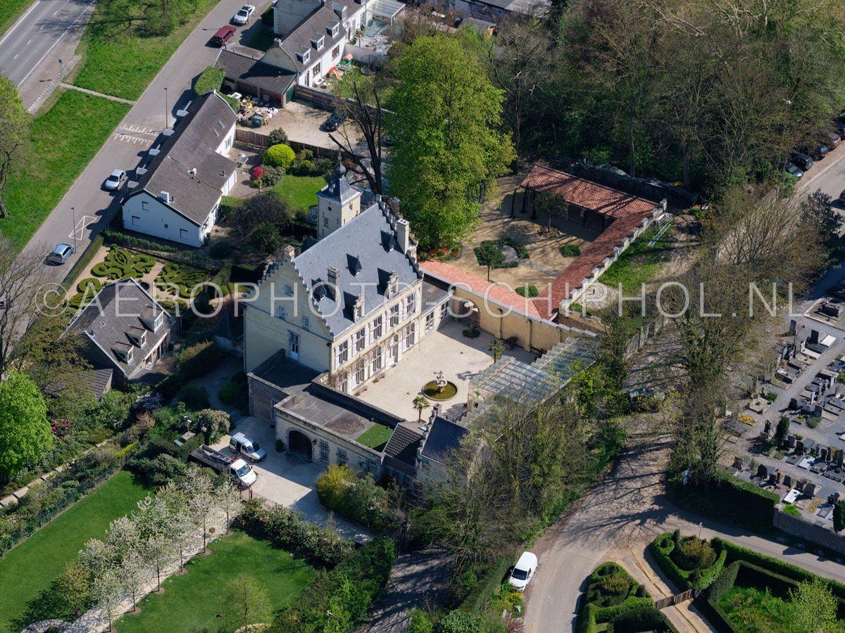 luchtfoto    305471   Sint Pieter, Maastricht, Kasteel, Huis de Torentjes is in de 15e eeuw gebouwd op de ruines van het huis Bevors of Beaufort.   opn. 18/04/2019