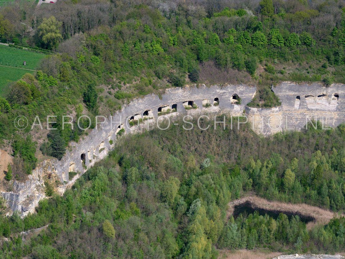 luchtfoto |  305476 | Sint Pietersberg, Maastricht, Mergelgrotten zijn ondergrondse gangenstelsels onstaan door de winning  van mergel of kalksteen. opn. 18/04/2019