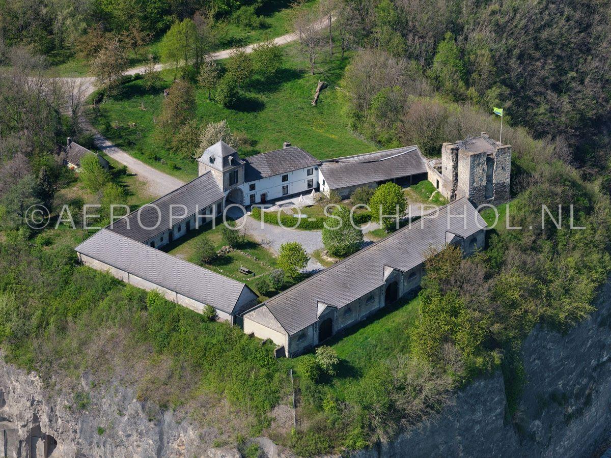 luchtfoto    305478   Sint Pietersberg, Maastricht, Hoeve Lichtenberg met de kasteelruine, hoogteburcht,  Lichtenberg. opn. 18/04/2019